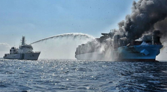 "L'incendie du porte-conteneurs ""Maersk Honam"" au printemps 2018 © Indian Coast Guards"