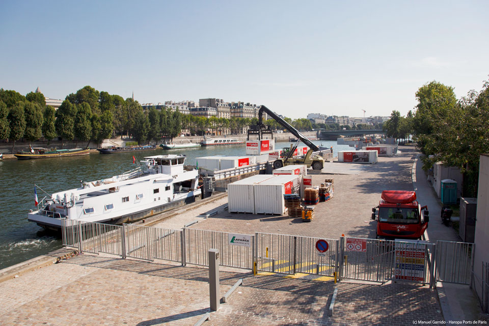 Manutention sur le port de La Bourdonnais © HAROPA Ports-de-Paris