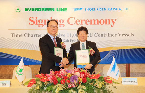 Signature entre Evergreen, Anchor Chang, et Shoei Kisen Kaisha, Yukito Higaki © Evergreen