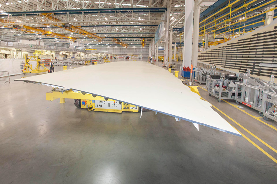 Fabrication d'une aile d'A350 à l'usine galloise de Broughton © Airbus Group